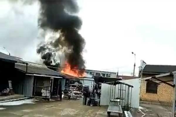 Video: Rēzeknes tirgū izcēlies ugunsgrēks