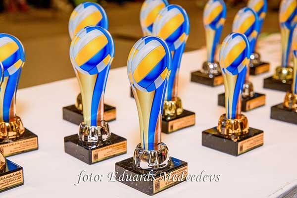 """Noskaidroti Rēzeknes novada Junioru Volejbola līgas (JVL) 3. sezonas """"Lielo"""" un """"Mazo"""" kausu ieguvēji"""