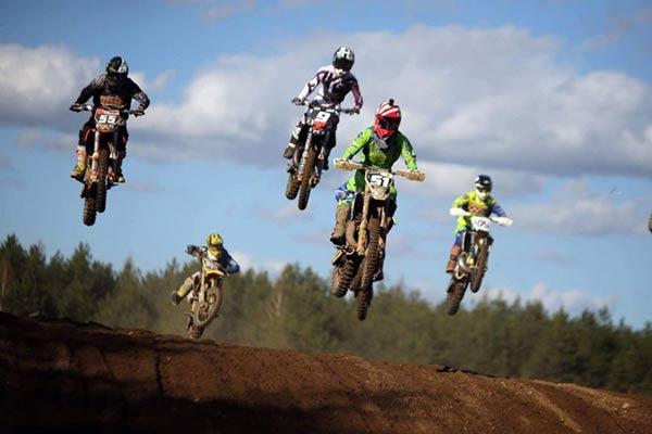Motosportisti uz Lietuvas pjedestāla