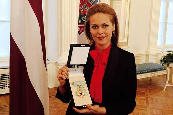 VIDEO: K.Opolais saņema Triju Zvaigžņu ordeņi