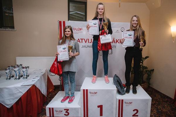 Rēzeknes novada BJSS audzēkne izcīna godalgotas vietas Latvijas jaunatnes čempionāta finālā 64 lauciņu dambretē