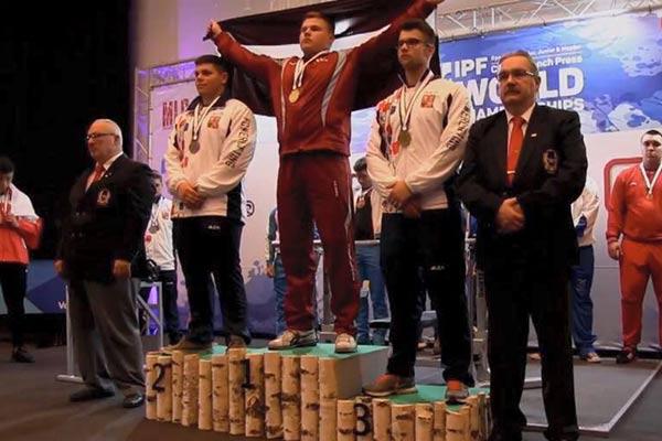 Rēzeknietis A.Putnis uzvar Pasaules čempionātā svaru stieņa spiešanā guļus