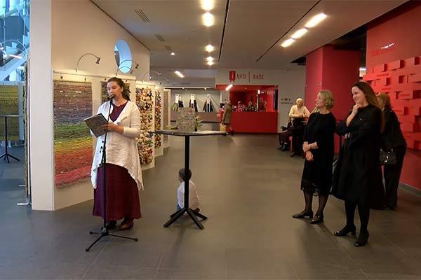 Annele Slišāne sniedz Latvijai jubilejā neparastu dāvanu