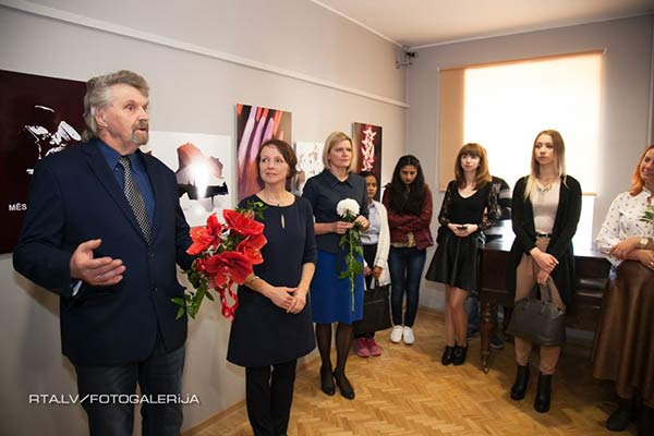 """Latgales Kultūrvēstures muzejā apskatāma starptautiskā plakātu konkursa """"Ceļā uz Latvijas simtgadi"""" izstāde"""